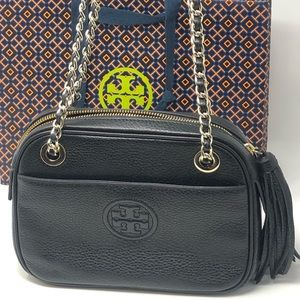 Nwt Tory Burch Bombe crossbody w chain